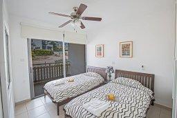 Спальня. Кипр, Лачи : Прекрасная вилла с 3-мя спальнями, с панорамным видом на Средиземное море, с открытым плавательным бассейном, патио и барбекю