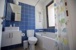 Ванная комната. Кипр, Лачи : Прекрасная вилла с 3-мя спальнями, с панорамным видом на Средиземное море, с открытым плавательным бассейном, патио и барбекю
