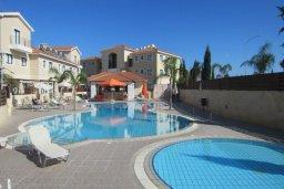 Территория. Кипр, Каппарис : Таунхаус с 2-мя спальнями и патио, в комплексе с открытым бассейном, спа-центром и тренажерным залом
