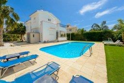 Бассейн. Кипр, Нисси Бич : Восхитительная 3-спальная вилла с частным бассейном, расположена в самом центре Айя-Напы, всего в нескольких минутах ходьбы от пляжа