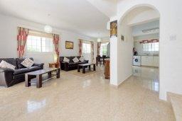 Гостиная. Кипр, Нисси Бич : Восхитительная 3-спальная вилла с частным бассейном, расположена в самом центре Айя-Напы, всего в нескольких минутах ходьбы от пляжа