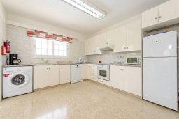 Кухня. Кипр, Нисси Бич : Восхитительная 3-спальная вилла с частным бассейном, расположена в самом центре Айя-Напы, всего в нескольких минутах ходьбы от пляжа