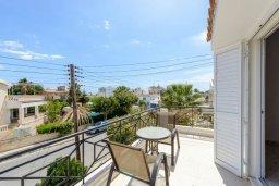 Балкон. Кипр, Нисси Бич : Восхитительная 3-спальная вилла с частным бассейном, расположена в самом центре Айя-Напы, всего в нескольких минутах ходьбы от пляжа
