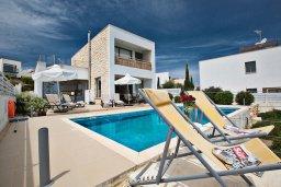 Фасад дома. Кипр, Лачи : Красивая современная вилла с 3-мя спальнями, с панорамным видом на Средиземное море и с частным бассейном