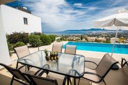 Бассейн. Кипр, Лачи : Красивая современная вилла с 3-мя спальнями, с панорамным видом на Средиземное море и с частным бассейном