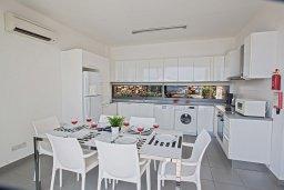 Кухня. Кипр, Лачи : Красивая современная вилла с 3-мя спальнями, с панорамным видом на Средиземное море и с частным бассейном