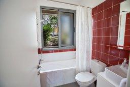 Ванная комната. Кипр, Лачи : Красивая современная вилла с 3-мя спальнями, с панорамным видом на Средиземное море и с частным бассейном