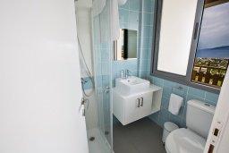 Ванная комната 2. Кипр, Лачи : Красивая современная вилла с 3-мя спальнями, с панорамным видом на Средиземное море и с частным бассейном
