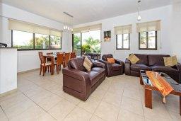Гостиная. Кипр, Санрайз Протарас : Современная вилла с 3-мя спальнями, с открытым частным бассейном и прекрасным садом с пальмами