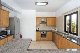 Кухня. Кипр, Санрайз Протарас : Современная вилла с 3-мя спальнями, с открытым частным бассейном и прекрасным садом с пальмами