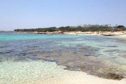 Mikri Landa beach