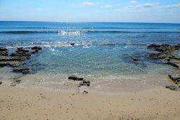 Пляж Loukkos Tou Mandi Beach в центре Айя Напы