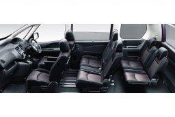 Nissan Serena 1.6 автомат : Кипр