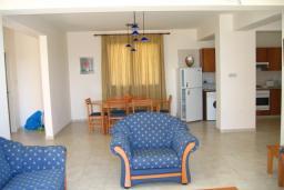 Кипр, Киссонерга : Вилла с 2-мя спальнями, с бассейном, расположена в Coral Bay