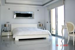 Кипр, Айос Тихонас Лимассол : Пентхаус в 20 метрах от пляжа, с балконом и шикарным видом на море, с гостиной двумя спальнями и двумя ванными комнатами, для 4 человек
