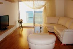 Кипр, Айос Тихонас Лимассол : Апартамент в 50 метрах от моря, с гостиной и двумя отдельными спальнями, для 4 человек