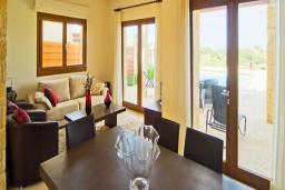Кипр, Афродита Хиллз : Уютная вилла с 2-мя спальнями, с бассейном, патио и барбекю, расположена в Афродита Хиллз