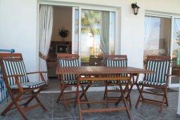 Терраса. Кипр, Полис город : Вилла с видом на море, с 2-мя спальнями, с бассейном, зелёным садом с патио и барбекю, расположена в Лачи