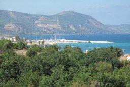 Вид на море. Кипр, Полис город : Вилла с видом на море, с 2-мя спальнями, с бассейном, зелёным садом с патио и барбекю, расположена в Лачи
