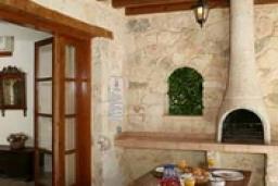 Кипр, Милиу : Вилла с 2-мя спальнями, с бассейном, патио, джакузи и барбекю, расположена в Милиу