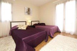 Спальня 2. Кипр, Пареклисия : Современная вилла с бассейном и зеленым двориком с барбекю, 3 спальни, 3 ванные комнаты, парковка, Wi-Fi