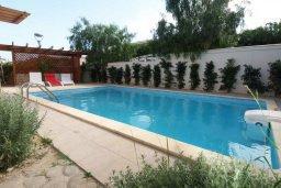Бассейн. Кипр, Пареклисия : Современная вилла с бассейном и зеленым двориком с барбекю, 3 спальни, 3 ванные комнаты, парковка, Wi-Fi