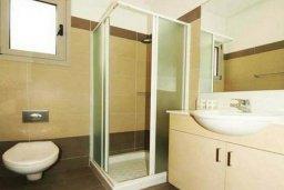 Ванная комната 2. Кипр, Пареклисия : Современная вилла с бассейном и зеленым двориком с барбекю, 3 спальни, 3 ванные комнаты, парковка, Wi-Fi