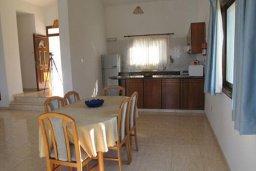 Кухня. Кипр, Полис город : Вилла с 2-мя спальнями, с бассейном,  зелёной территорией с патио и барбекю, расположена в Лачи