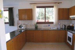 Кухня. Кипр, Полис город : Комфортабельная вилла с 2-мя спальнями, с бассейном, тенистой террасой с патио и барбекю, расположена в Лачи