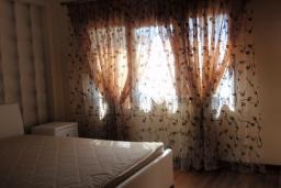 Кипр, Мутаяка Лимассол : Апартамент в 100 метрах от пляжа, с балконом и видом на море, с гостиной и двумя отдельными спальнями, для 4 человек