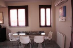 Кипр, Св. Рафаэль Лимассол : Комфортабельная вилла с 4-мя спальнями, с бассейном, приватным двориком с барбекю, расположена в Лимассоле