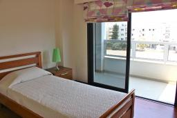 Спальня 2. Кипр, Мутаяка Лимассол : Апартамент с большой гостиной и тремя отдельными спальнями, для 5 человек
