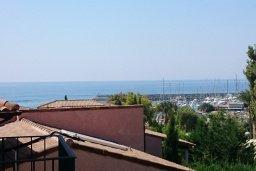 Вид на море. Кипр, Св. Рафаэль Лимассол : Двухуровневый апартамент в 50 метрах от пляжа, в комплексе с большим бассейном, с просторной гостиной, тремя отдельными спальнями и четырьмя ванными комнатами