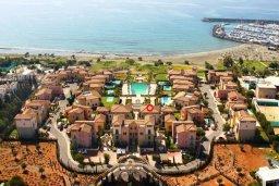 Территория. Кипр, Св. Рафаэль Лимассол : Двухуровневый апартамент в 50 метрах от пляжа, в комплексе с большим бассейном, с просторной гостиной, тремя отдельными спальнями и четырьмя ванными комнатами