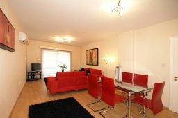 Гостиная. Кипр, Гермасойя Лимассол : Апартамент в 20 метрах от пляжа, с гостиной и двумя отдельными спальнями, для 4 человек