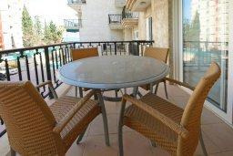 Балкон. Кипр, Гермасойя Лимассол : Апартамент в 20 метрах от пляжа, с гостиной и двумя отдельными спальнями, для 4 человек
