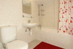 Ванная комната. Кипр, Гермасойя Лимассол : Апартамент в 20 метрах от пляжа, с гостиной, двумя спальнями и двумя ванными комнатами