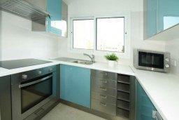 Кухня. Кипр, Гермасойя Лимассол : Апартамент в 20 метрах от пляжа, с гостиной, двумя спальнями и двумя ванными комнатами