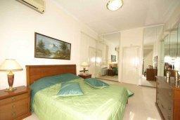 Спальня. Кипр, Айос Тихонас Лимассол : Шикарная вилла с 3-мя спальнями, с бассейном, тренажерным залом, расположена в Лимассоле