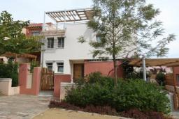 Кипр, Св. Рафаэль Лимассол : Вилла с 3-мя спальнями, с бассейном и зелёным двориком, расположена в Лимассоле