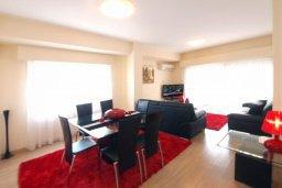 Гостиная. Кипр, Гермасойя Лимассол : Апартамент в 25 метрах от моря, с большой гостиной и тремя отдельными спальнями, для 6 человек