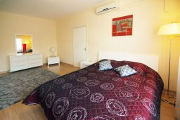 Спальня. Кипр, Гермасойя Лимассол : Апартамент в 25 метрах от моря, с большой гостиной и тремя отдельными спальнями, для 6 человек