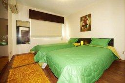 Спальня 2. Кипр, Центр Лимассола : Апартамент в 50 метрах от пляжа, с балконом и видом на море, с большой гостиной, тремя отдельными спальнями и двумя ванными комнатами, для 6 человек