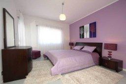 Спальня. Кипр, Центр Лимассола : Роскошный апартамент в 50 метрах от пляжа, с балконом и видом на море, с большой гостиной, тремя отдельными спальнями и двумя ванными комнатами, для 6 человек