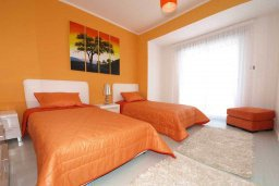 Спальня 3. Кипр, Центр Лимассола : Роскошный апартамент в 50 метрах от пляжа, с балконом и видом на море, с большой гостиной, тремя отдельными спальнями и двумя ванными комнатами, для 6 человек