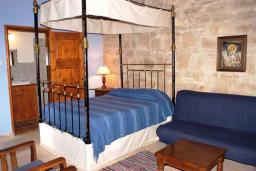 Кипр, Хирокития : Апартамент с гостиной и отдельной спальней, для 4 человек