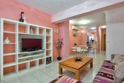 Гостиная. Кипр, Дасуди Лимассол : Трехуровневый мезонет с большой гостиной, тремя отдельными спальнями и двумя ванными комнатами, для 6 человек