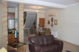 Гостиная. Кипр, Перволия : Великолепная вилла с видом на море, с 4-мя спальнями, с бассейном, красивым зелёным садом и тенистой террасой с патио