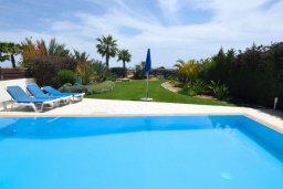 Бассейн. Кипр, Перволия : Апартамент в 100 метрах от пляжа, с террасой и видом на море, с большой гостиной, тремя спальнями и двумя ванными комнатами, для 6 человек