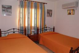Спальня 2. Кипр, Декелия - Ороклини : Апартамент в 60 метрах от пляжа, с гостиной, двумя спальнями и балконом с боковым видом на море